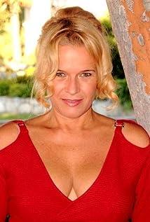 Jennifer Naud Picture