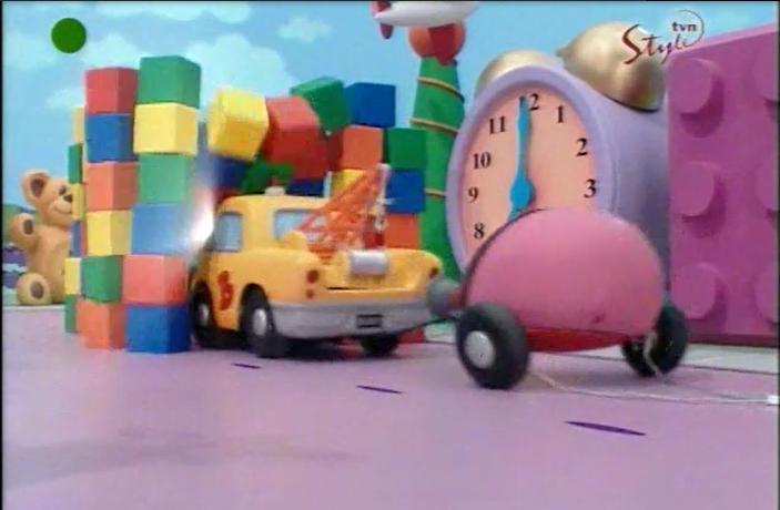 Charlotte Bellamy and Erica Mendez in Dream Street (1999)