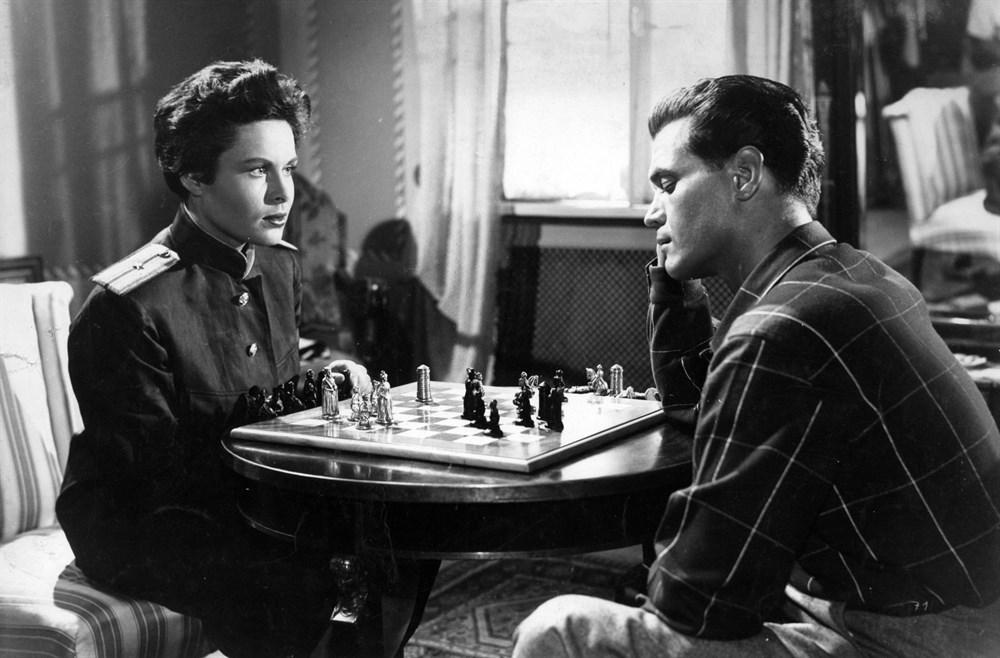 Gordon Howard and Barbara Rütting in Die Spur führt nach Berlin (1952)