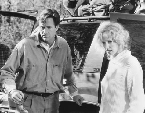Robert Hays and Kim Greist in Homeward Bound II: Lost in San Francisco (1996)