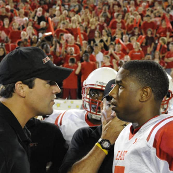 Kyle Chandler and Michael B. Jordan in Friday Night Lights (2006)