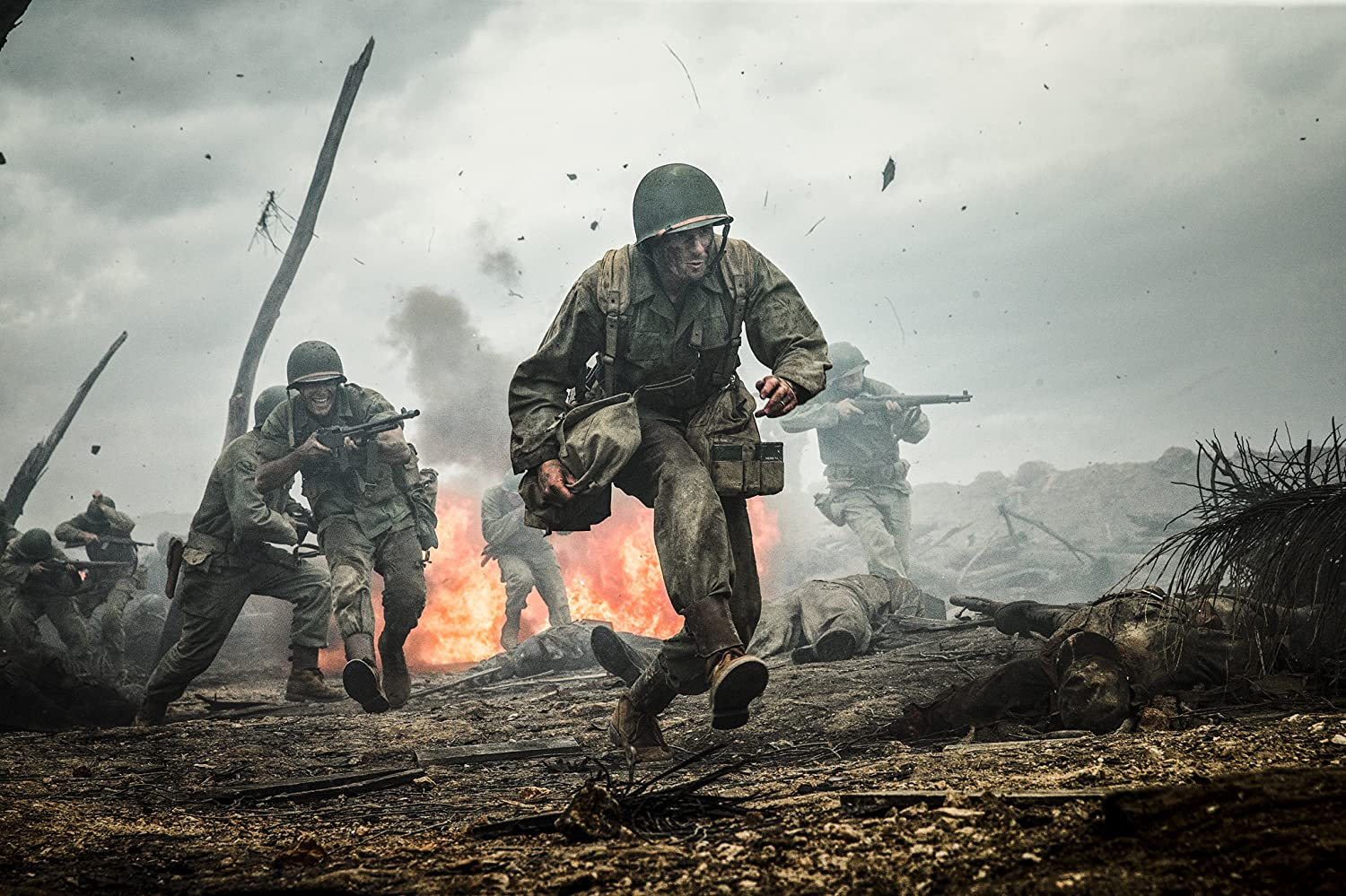 Andrew Garfield and Luke Bracey in Hacksaw Ridge (2016)