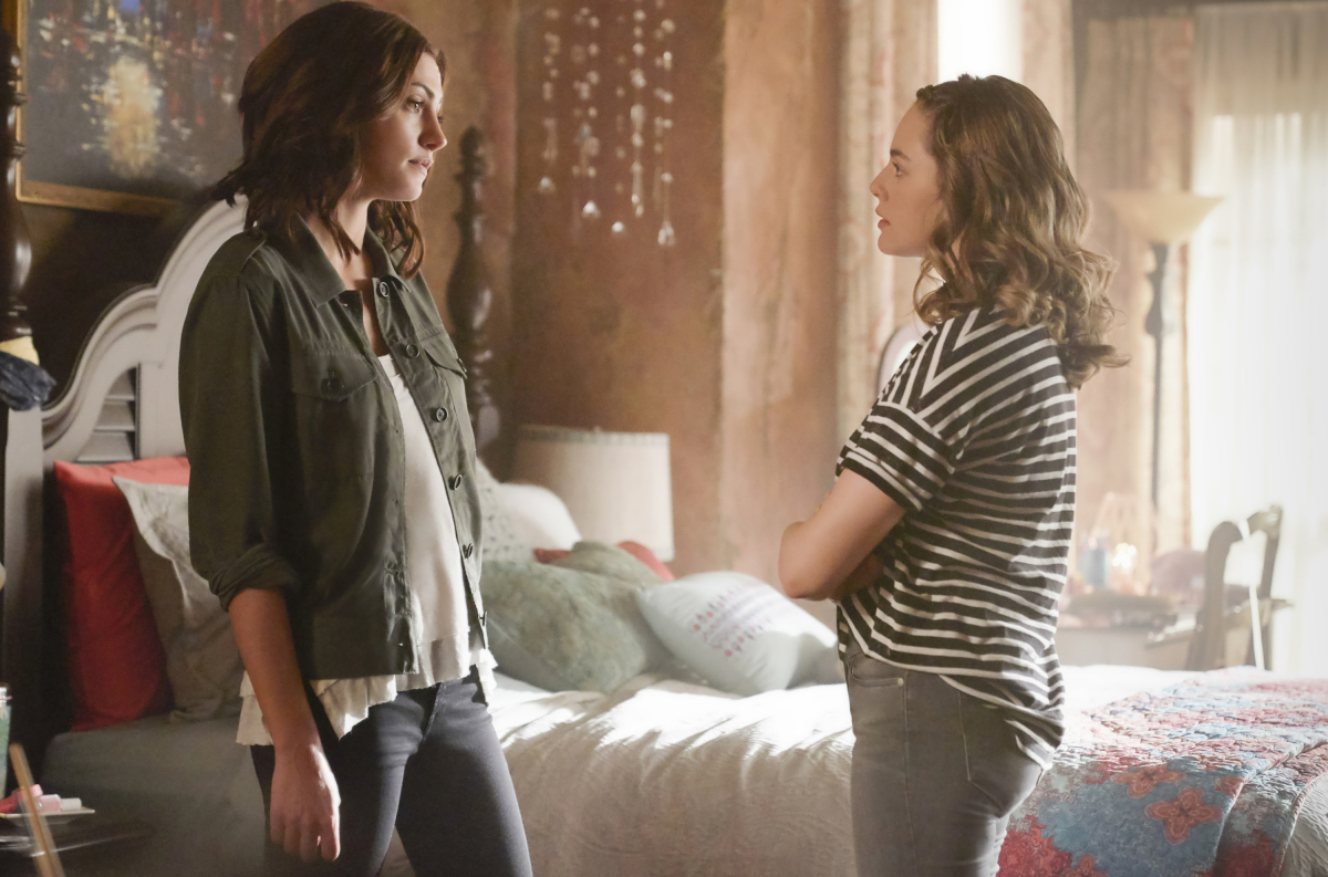Phoebe Tonkin and Danielle Rose Russell in The Originals (2013)