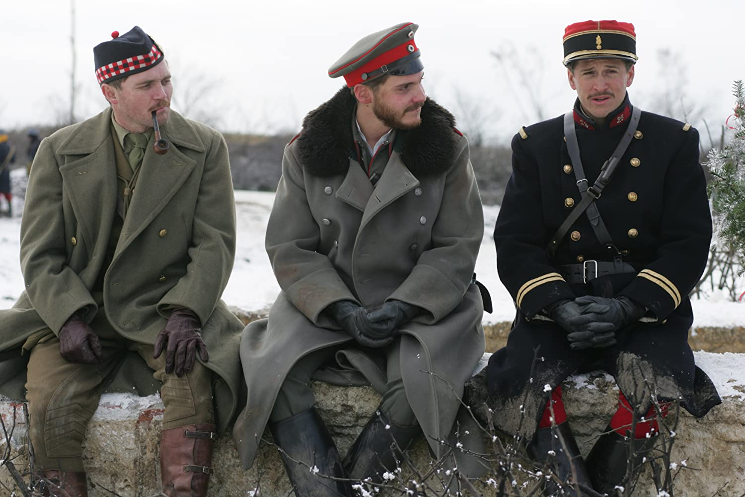 Daniel Brühl, Guillaume Canet, and Alex Ferns in Joyeux Noël (2005)