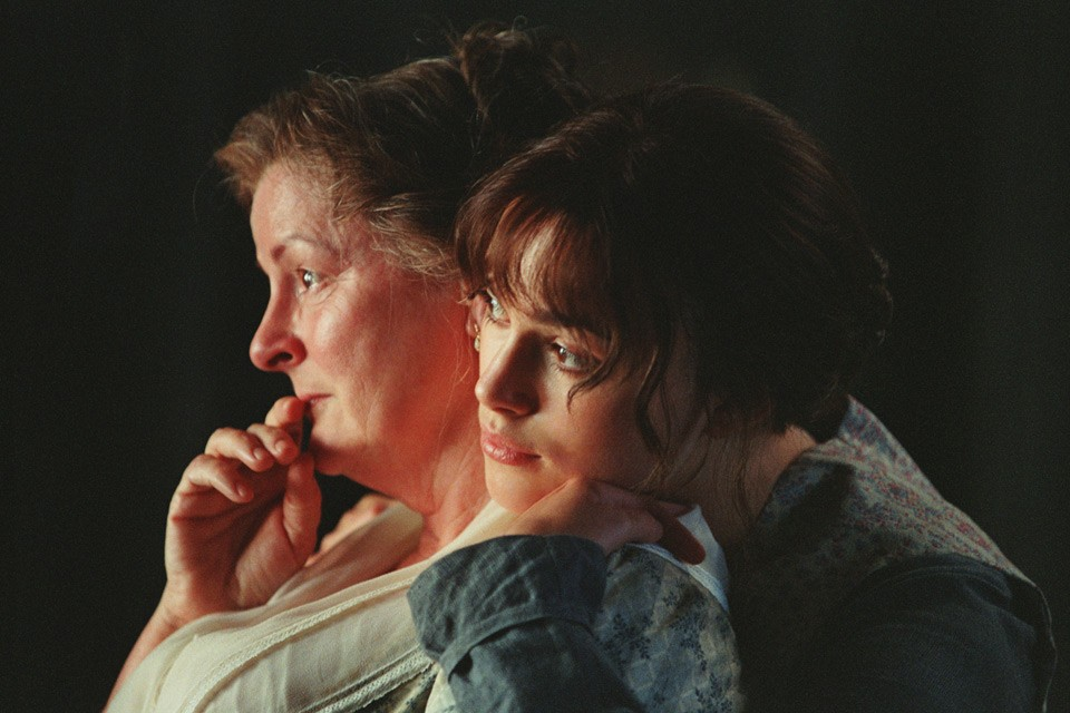 Brenda Blethyn and Keira Knightley in Pride & Prejudice (2005)