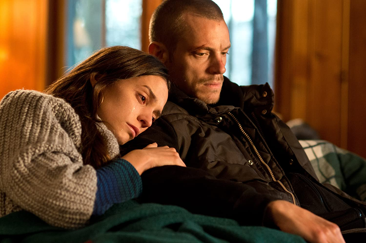 Joel Kinnaman and Genesis Rodriguez in Run All Night (2015)