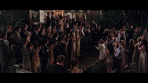 The Quileute and the Volturi close in on expecting parents Edward and Bella, whose unborn child poses different threats to the wolf pack and vampire coven.