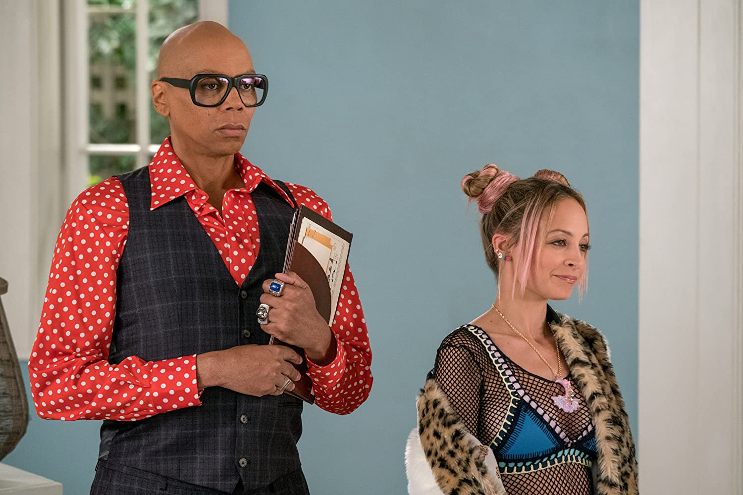 RuPaul and Nicole Richie in Grace and Frankie (2015)