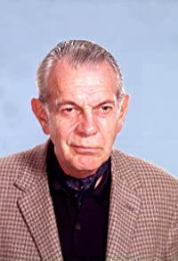 Primary photo for Raymond Massey