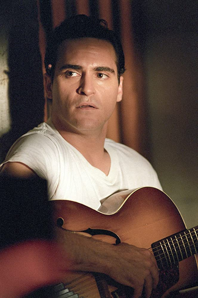 Joaquin Phoenix di Walk the Line (2005)