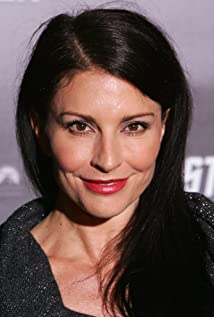 Simmone Mackinnon Picture