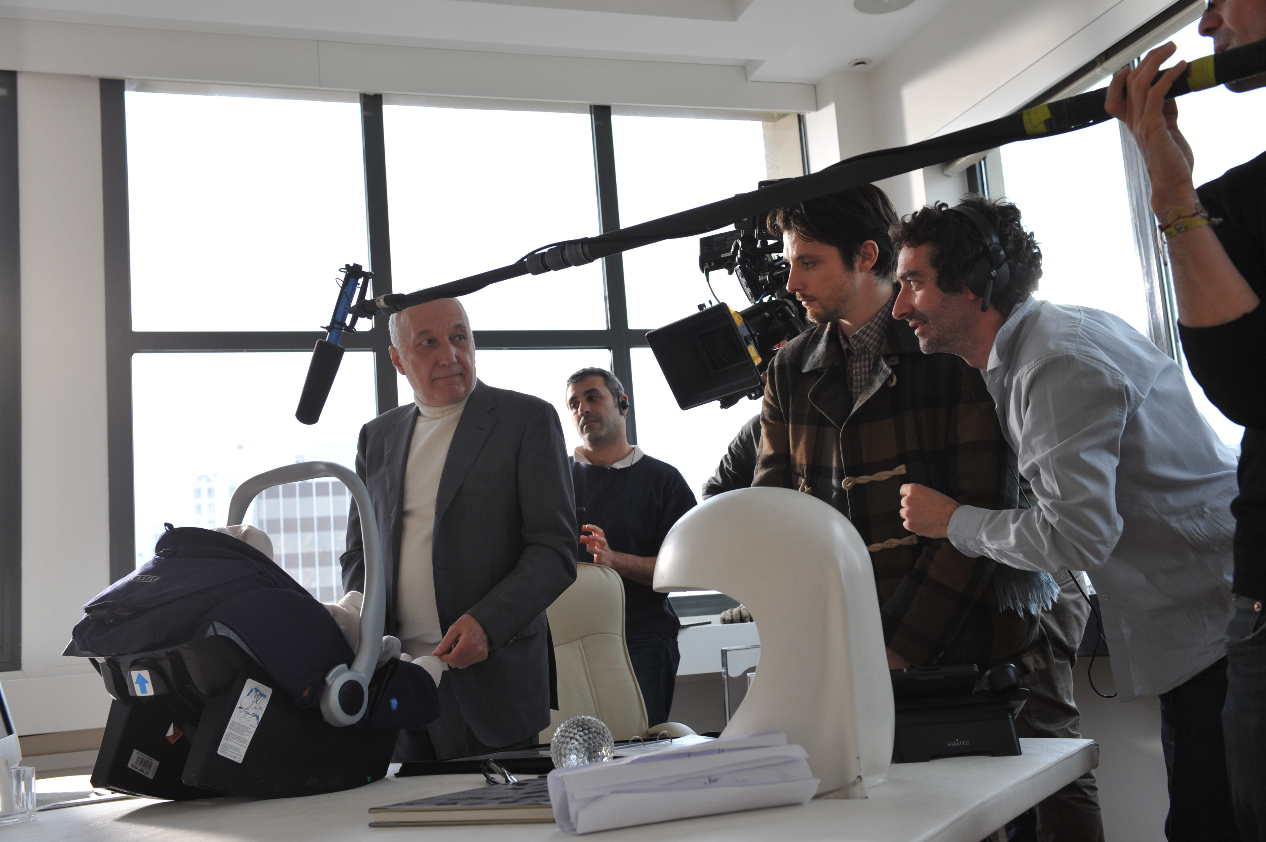 François Berléand, Raphaël Personnaz, and Clément Michel in La stratégie de la poussette (2012)