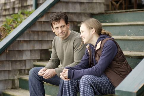Steve Carell danAlison Pill dalam film Dan in Real Life (2007)