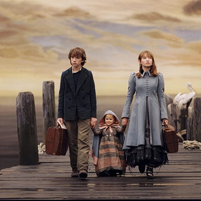 Liam Aiken, Emily Browning, Shelby Hoffman, and Kara Hoffman in A Series of Unfortunate Events (2004)