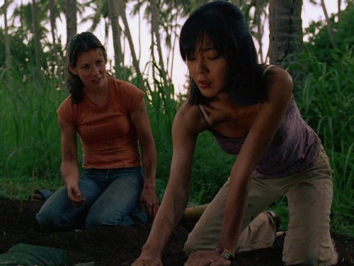 Yunjin Kim and Evangeline Lilly in Lost (2004)