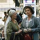 Judi Dench and Joan Plowright in Un tè con Mussolini (1999)