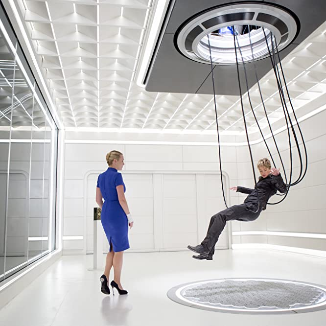 Kate Winslet and Shailene Woodley in Insurgent (2015)
