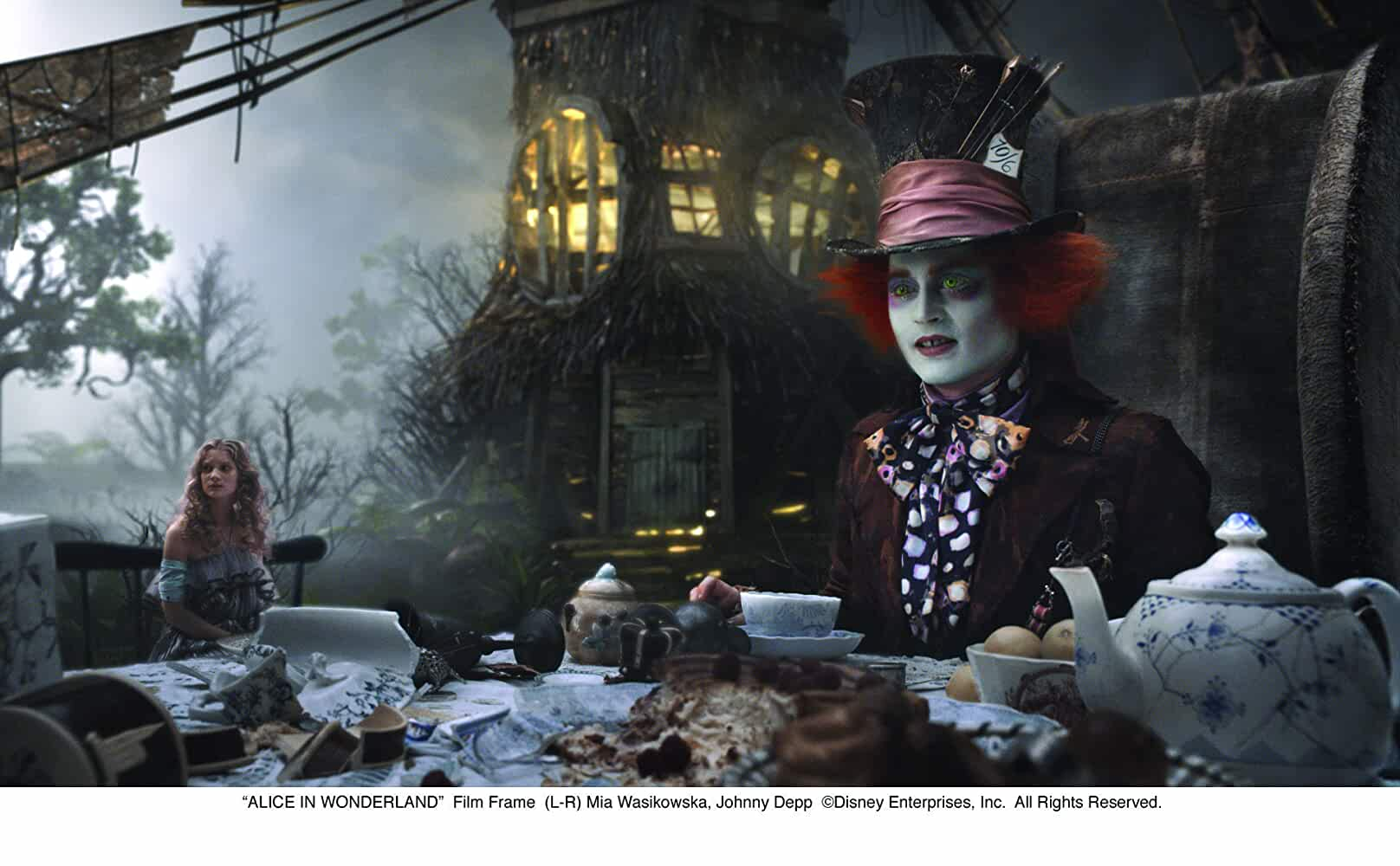 Download Alice in Wonderland (2010) English 720p [500MB] 4