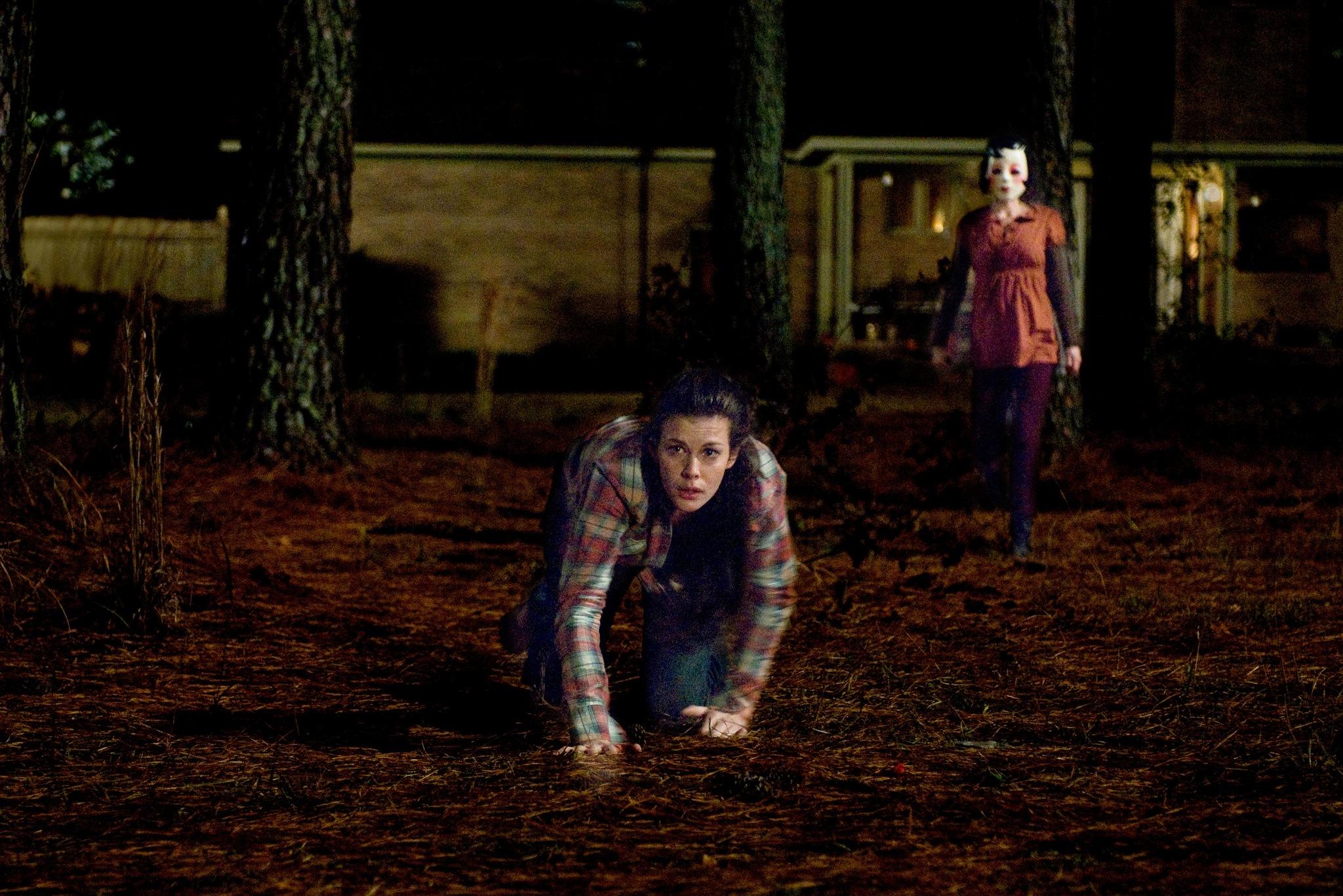 Liv Tyler and Laura Margolis in The Strangers (2008)