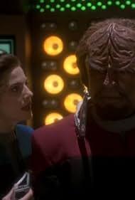 Michael Dorn and Terry Farrell in Star Trek: Deep Space Nine (1993)