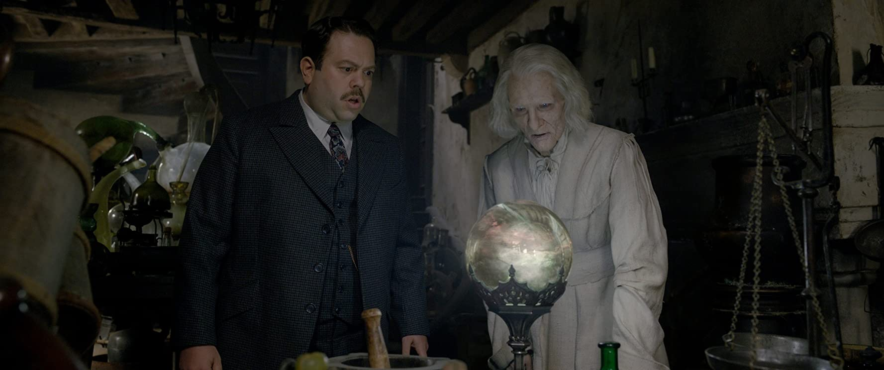 Dan Fogler and Brontis Jodorowsky in Fantastic Beasts: The Crimes of Grindelwald (2018)