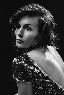 Elisha Skorman Picture
