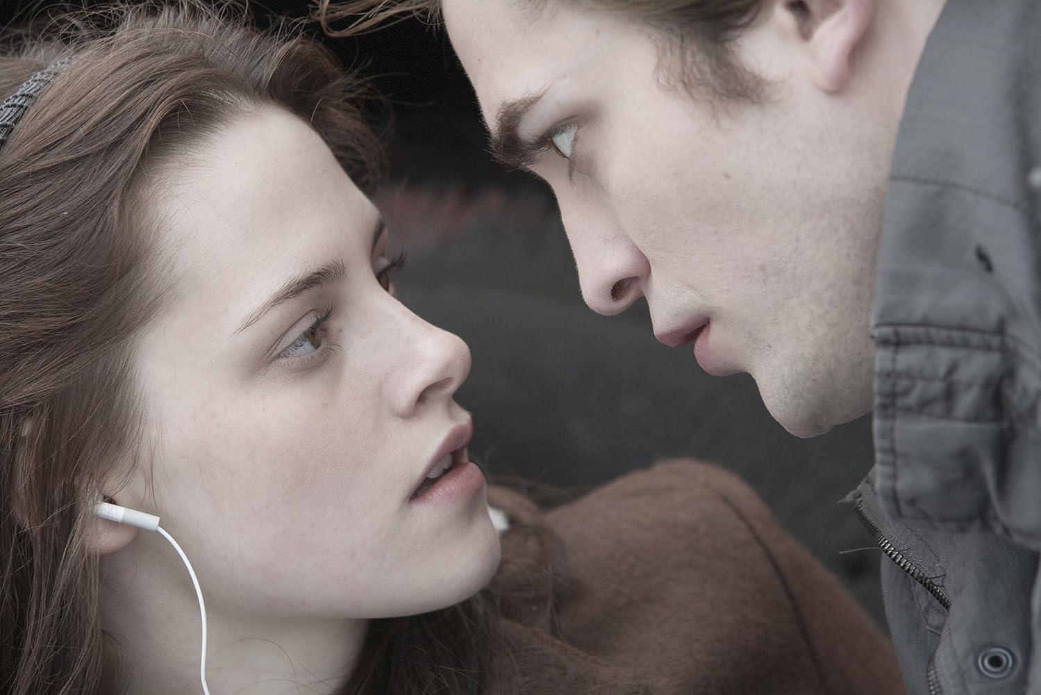 Kristen Stewart and Robert Pattinson in Twilight (2008)