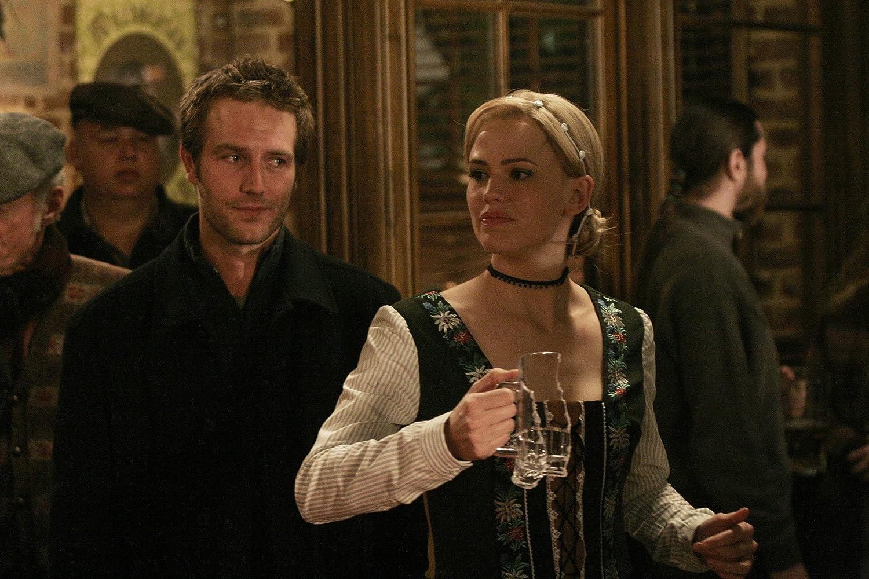 Jennifer Garner and Michael Vartan in Alias (2001)