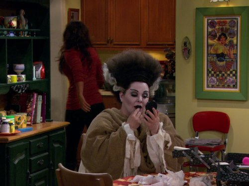Melissa McCarthy and Katy Mixon in Mike & Molly (2010)