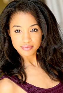 Erinn Westbrook Picture