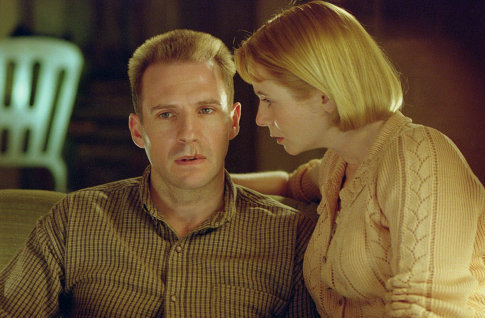 Ralph Fiennes and Emily Watson in Red Dragon (2002)