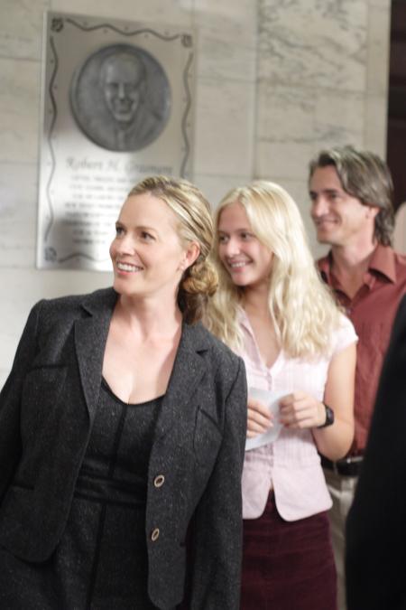 Elisabeth Shue, Dermot Mulroney, and Carly Schroeder in Gracie (2007)
