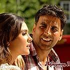 Akshay Kumar and Lara Dutta in Bhagam Bhag (2006)