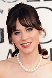 Zooey Deschanel beach
