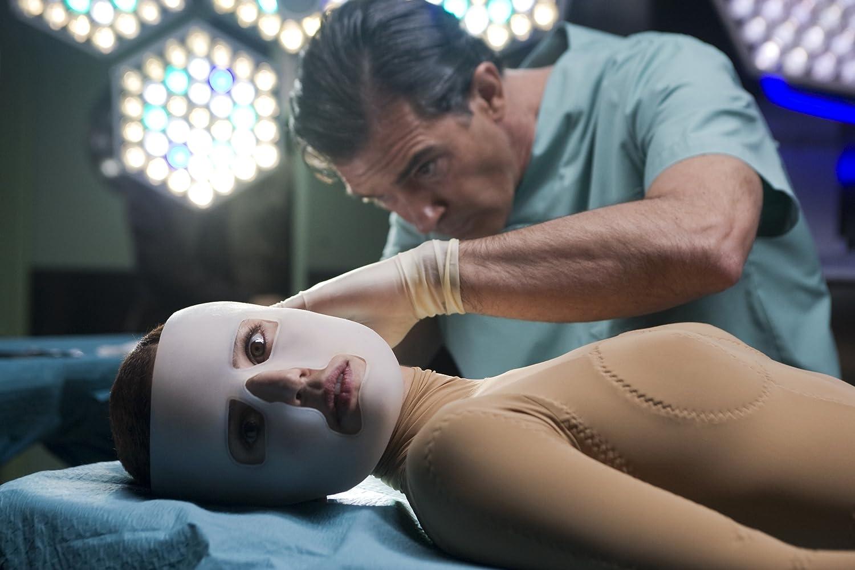 Antonio Banderas and Elena Anaya in La piel que habito (2011)