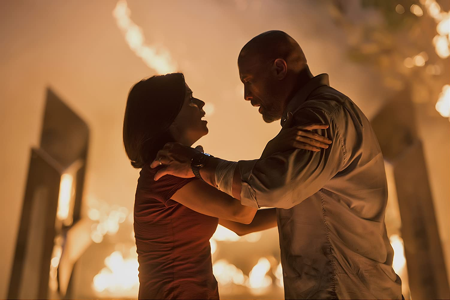 Neve Campbell and Dwayne Johnson in Skyscraper (2018)