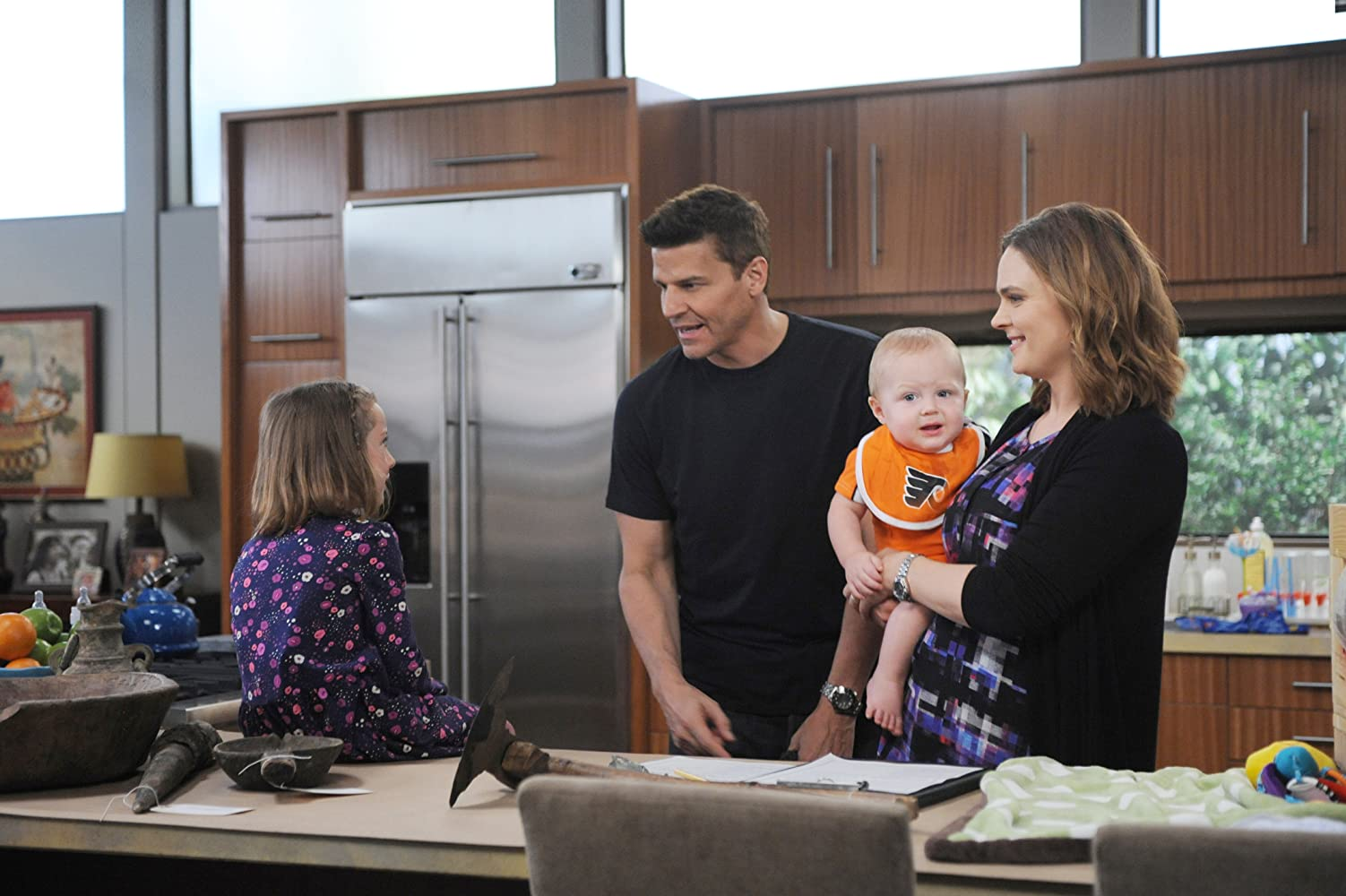 David Boreanaz, Emily Deschanel, and Sunnie Pelant in Bones (2005)