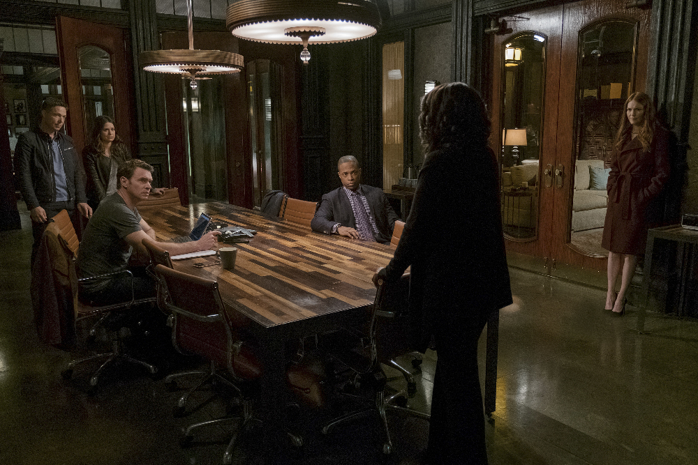 Scott Foley, George Newbern, Kerry Washington, Darby Stanchfield, Katie Lowes, and Cornelius Smith Jr. in Scandal (2012)