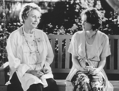 Winona Ryder and Jean Simmons in How to Make an American Quilt (1995)