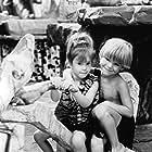 Hlynur Sigurðsson, Marinó Sigurðsson, Elaine Silver, and Melanie Silver in The Flintstones (1994)