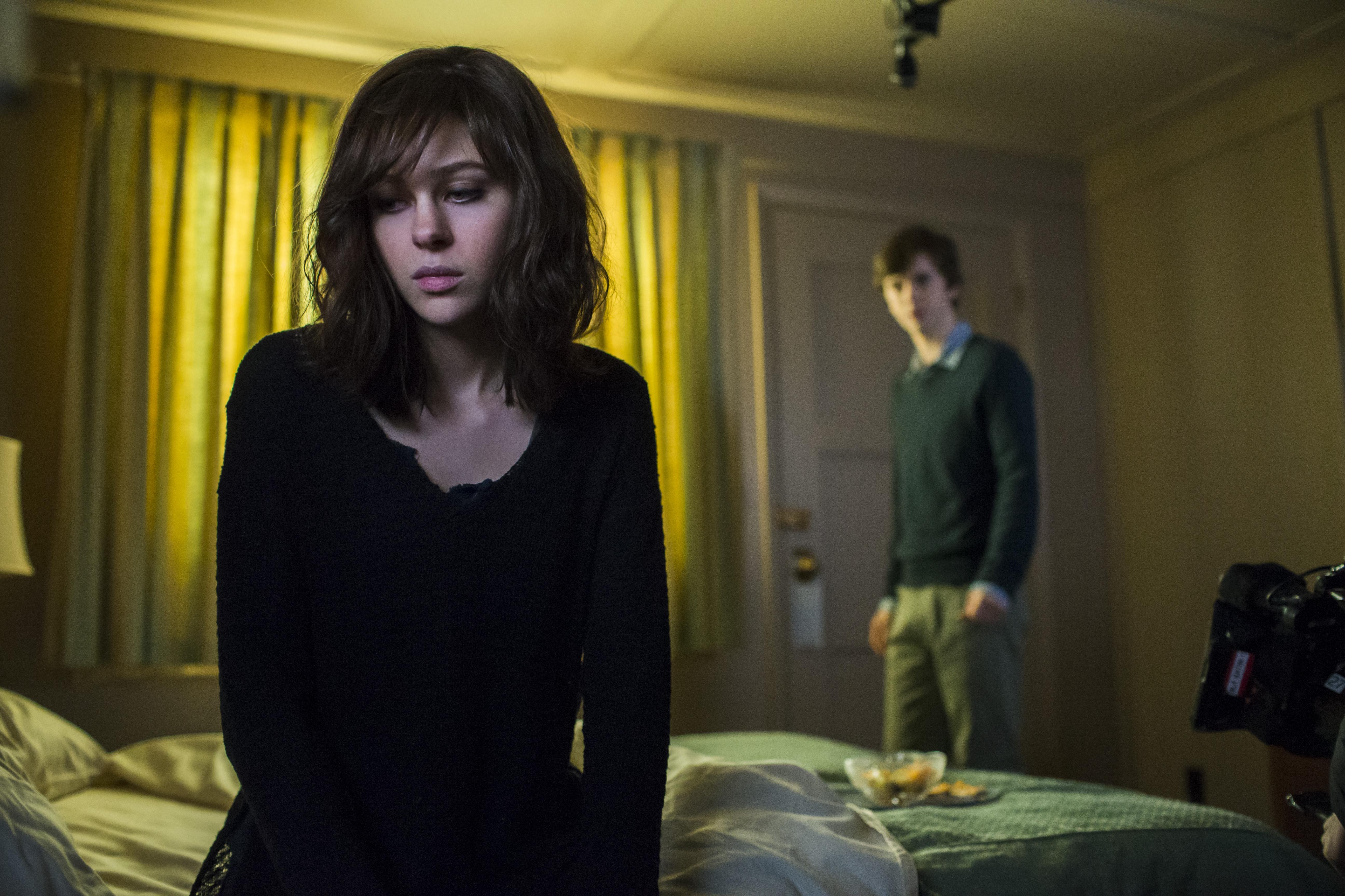 Freddie Highmore and Nicola Peltz in Bates Motel (2013)