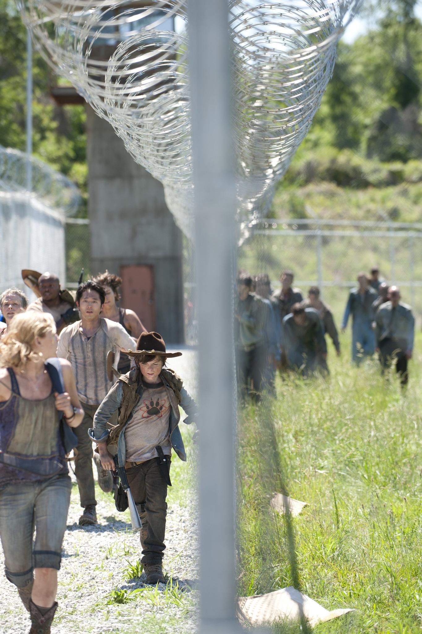 Melissa McBride, Irone Singleton, Lauren Cohan, Emily Kinney, Steven Yeun, and Chandler Riggs in The Walking Dead (2010)