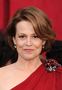 Primary photo for Sigourney Weaver