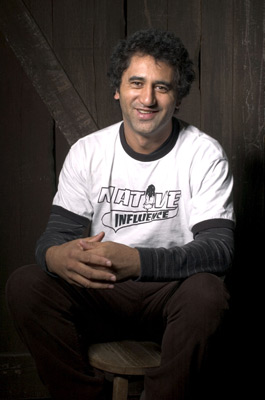 Cliff Curtis at an event for Two Cars, One Night (2003)