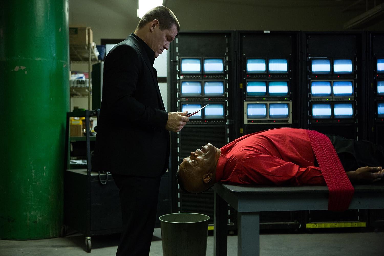Samuel L. Jackson and Josh Brolin in Oldboy (2013)
