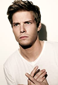 Primary photo for Hunter Parrish
