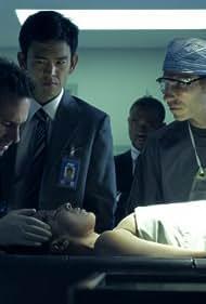 Joseph Fiennes and John Cho in Flashforward (2009)