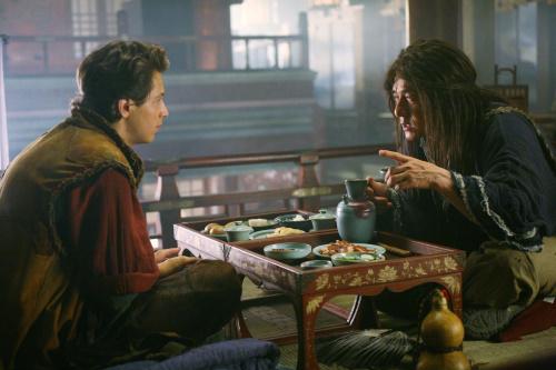 Jackie Chan dan Michael Angarano dalam The Forbidden Kingdom (2008)