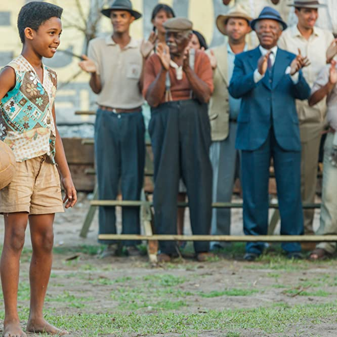 Milton Gonçalves and Leonardo Lima Carvalho in Pele: Birth of a Legend (2016)
