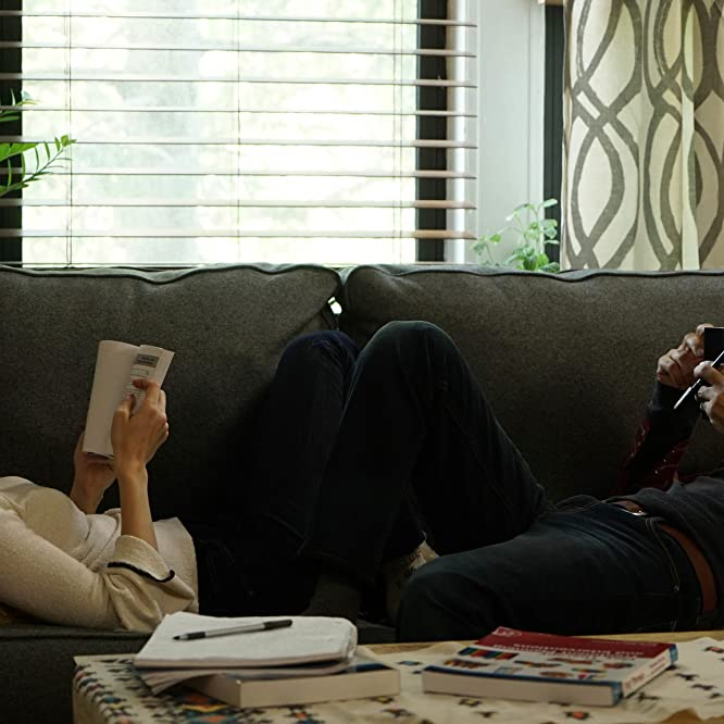 Zoe Kazan and Kumail Nanjiani in The Big Sick (2017)